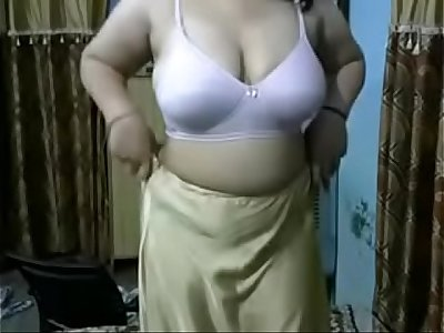 Indian Aunty boob show