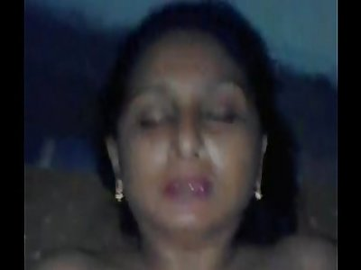 Indian Desi aunty sucking and banging youthfull guy - Wowmoyback