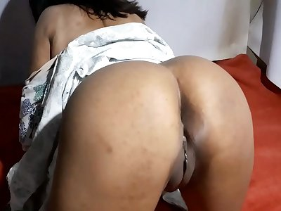 Indian desi Aishwarya bhabhi's thirsty vulva